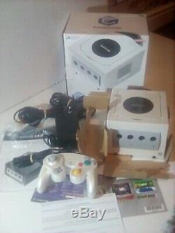 Nintendo Gamecube Console pearl white Controller rare in very good condition