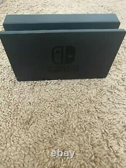 Nintendo Switch HAC-001(-01) 32GB Console with Gray JoyCon Used, Good condition