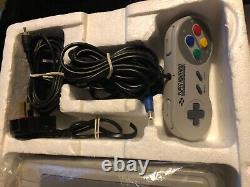 Super Mario World SNES console. Boxed, good condition