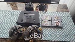 Bon État Nintendo 64! Deux Contrôleurs + Mario Kart & Goldeneye