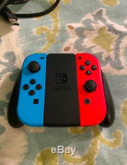 Bonne Condition Nintendo Console Switch 32gb Avec Neon Neon Rouge Et Bleu Joy-con