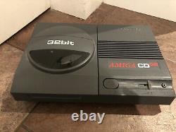 Commodore Amiga Cd32 Console Testée Et De Travail / Très Bon État
