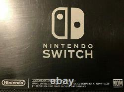 Console D'interrupteur Nintendo Avec Protecteur D'écran Légèrement Utilisé Bon État