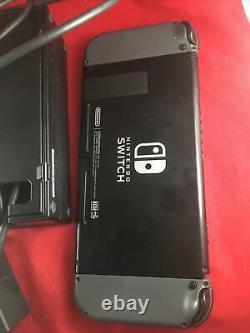 Console De Jeu Nintendo Switch Avec Chargeur Et Cordons Bon État De Fonctionnement