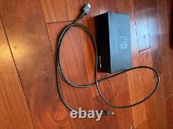 Console Nitendo Switch Utilisée Avec Boîtier Et Protecteur D'écran. En Bon État