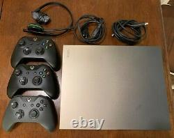 Console Xbox One X 1tb Utilisée Bon État De Travail 3 Contrôleurs Inclus