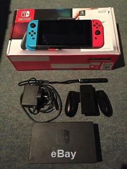 Nintendo Console Commutateur Boxed Avec Tous Les Accessoires. Bonne Condition