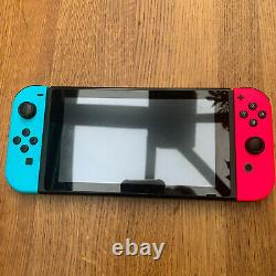 Nintendo Console Switch Avec Neon Bleu Et Rose Joy-cons Bon État