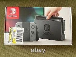 Nintendo Switch 32go Gray Console (avecgray Joy-cons) Utilisé / Très Bon État