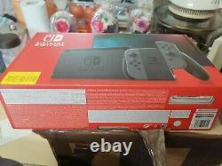 Nintendo Switch Console Grise (batterie Improvisée) Bon État