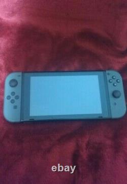 Nintendo Switch Console Unpatched Avec Accessoires & Sd Card Très Bon État