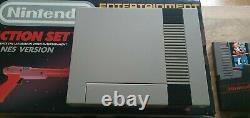 Nintendo (nes) Boxed Action Set Console Avec Zapper Bon État / Testé