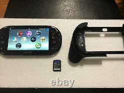 Playstation Ps Vita Slim 2001 Noir 3.73 Fw Bon État Inexploré Et Grip