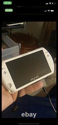 Sony Psp Go 16 Go Blanc Perle Console Beaucoup De Jeux Très Bon État W Chargeur